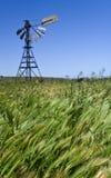 Molino de viento viejo en Australia Imagenes de archivo