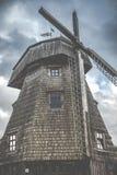 Molino de viento viejo foto de archivo