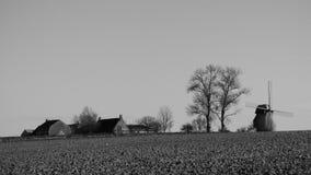 Molino de viento viejo en el pitgam, Francia foto de archivo libre de regalías