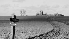 Molino de viento viejo en el pitgam, Francia fotos de archivo libres de regalías