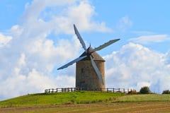Molino de viento viejo en Francia Foto de archivo