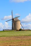 Molino de viento viejo en Francia Fotografía de archivo libre de regalías