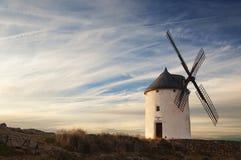 Molino de viento viejo en la puesta del sol Fotos de archivo libres de regalías