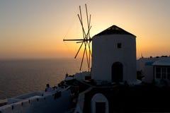 Molino de viento viejo en la puesta del sol, Santorini Fotografía de archivo libre de regalías