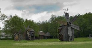 Molino de viento viejo Sibiu Rumania Imagenes de archivo