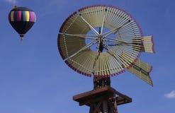 Molino de viento y globo Imágenes de archivo libres de regalías