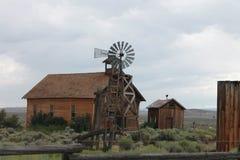 Molino de viento y granjas Foto de archivo