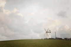 Molino de viento y nubes Imagenes de archivo