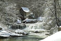 Molino del grano para moler de la cala del claro en invierno imagen de archivo libre de regalías
