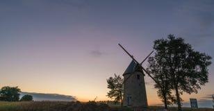 Molino en la puesta del sol Fotos de archivo libres de regalías