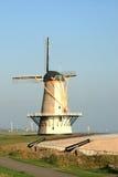 Molino y cañones holandeses de la torre Fotos de archivo