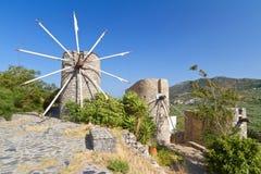 Molinoes de viento antiguos de la meseta de Lasithi en Crete Fotos de archivo libres de regalías