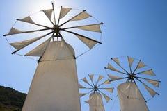 Molinoes de viento. Crete foto de archivo