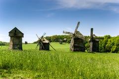 Molinoes de viento de madera viejos Fotografía de archivo