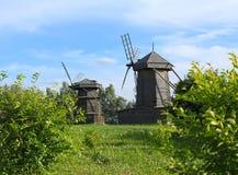 Molinoes de viento de madera viejos Foto de archivo libre de regalías
