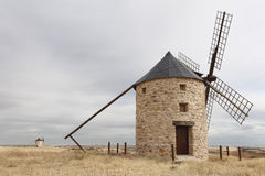 Molinoes de viento en Belmonte, Cuenca, España Imagen de archivo libre de regalías