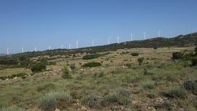 Molinoes de viento en el campo almacen de metraje de vídeo
