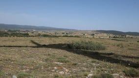 Molinoes de viento en el campo almacen de video