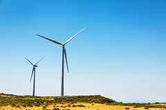 Molinoes de viento en el valle Foto de archivo libre de regalías