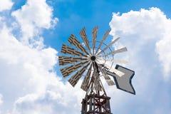 Molinoes de viento en fondo del cielo Fotografía de archivo libre de regalías