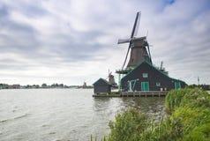 Molinoes de viento en Holanda Fotos de archivo
