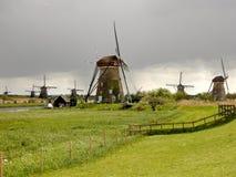 Molinoes de viento en Kinderdijk Holanda Fotos de archivo libres de regalías