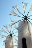 Molinoes de viento en la isla Crete, Grecia fotografía de archivo