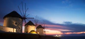 Molinoes de viento en la isla de Mykonos (Grecia) Foto de archivo libre de regalías