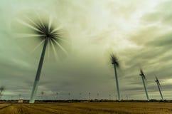 Molinoes de viento en la noche Foto de archivo