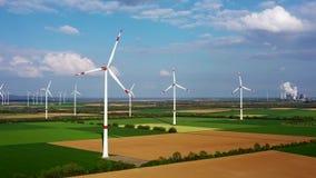 Molinoes de viento en la opini?n del birdseye, Alemania almacen de video