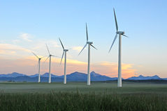 Molinoes de viento en la oscuridad Fotografía de archivo