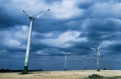 Molinoes de viento en la salida del sol Fotografía de archivo