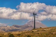 Molinoes de viento en la salida del sol Imagenes de archivo