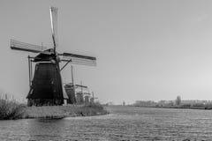 Molinoes de viento en Países Bajos cerca de Roterdam Fotos de archivo libres de regalías