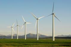Molinoes de viento en pradera Imagen de archivo libre de regalías