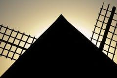 Molinoes de viento, energía eólica, Nocturnal Campo de Criptana, Ciudad Real fotos de archivo libres de regalías