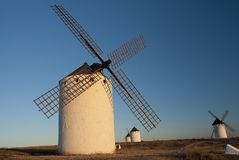 Molinoes de viento, energía eólica, Nocturnal Campo de Criptana, Ciudad Real imágenes de archivo libres de regalías