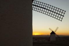 Molinoes de viento, energía eólica, Nocturnal Campo de Criptana, Ciudad Real fotografía de archivo libre de regalías