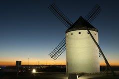 Molinoes de viento, energía eólica, Nocturnal Campo de Criptana, Ciudad Real foto de archivo