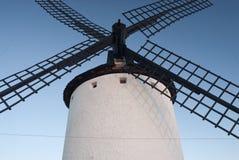 Molinoes de viento, energía eólica, Nocturnal Campo de Criptana, Ciudad Real imagenes de archivo