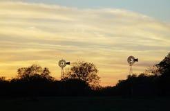 Molinoes de viento gemelos Fotografía de archivo libre de regalías