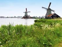 Molinoes de viento holandeses imagen de archivo