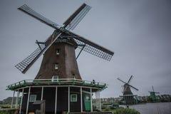 Molinoes de viento holandeses Fotos de archivo libres de regalías