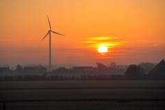 Molinoes de viento holandeses en la salida del sol Fotos de archivo