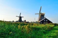 Molinoes de viento holandeses en verano Fotografía de archivo