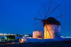 Molinoes de viento icónicos de Chora en Mykonos, Grecia Imagen de archivo libre de regalías