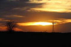 Molinoes de viento, más allá de presente y futuro Imagen de archivo libre de regalías