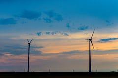 Molinoes de viento para la producción de electricidad económica de energía Fotos de archivo libres de regalías