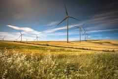 Molinoes de viento para la producción de Electric Power foto de archivo