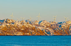 Molinoes de viento por el mar Imagen de archivo